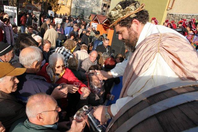 40 изби стягат бъчвите за Дефилето на младото вино