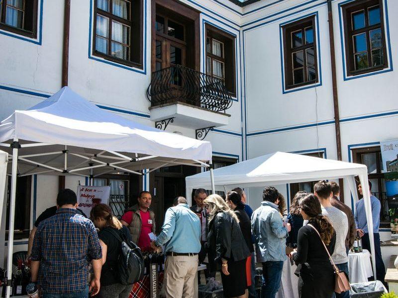 """Дефиле """"Вино и гурме"""" очарова за пореден път жители и гости на на Европейската столица на културата за 2019г."""